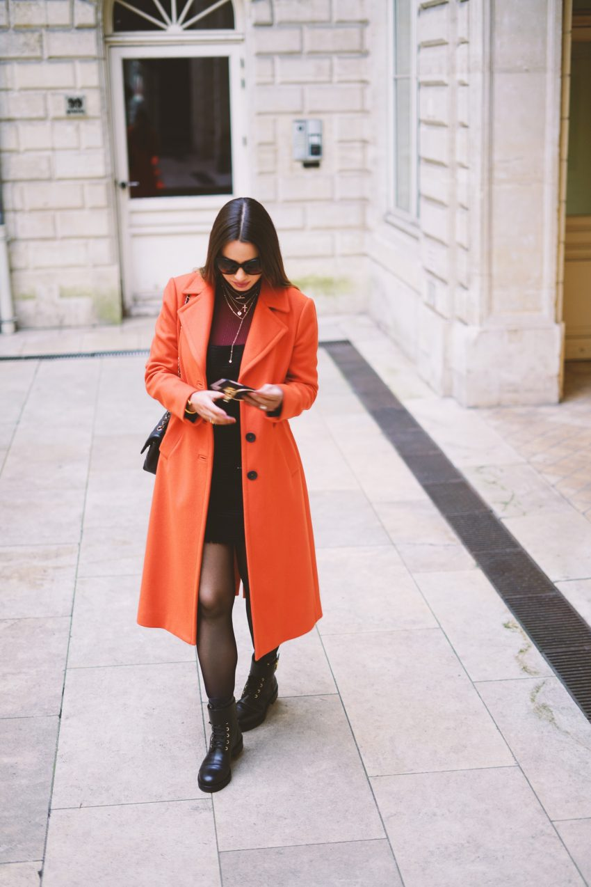Photoshooting - THE ORANGE COAT IS THE NEW WINTER TREND