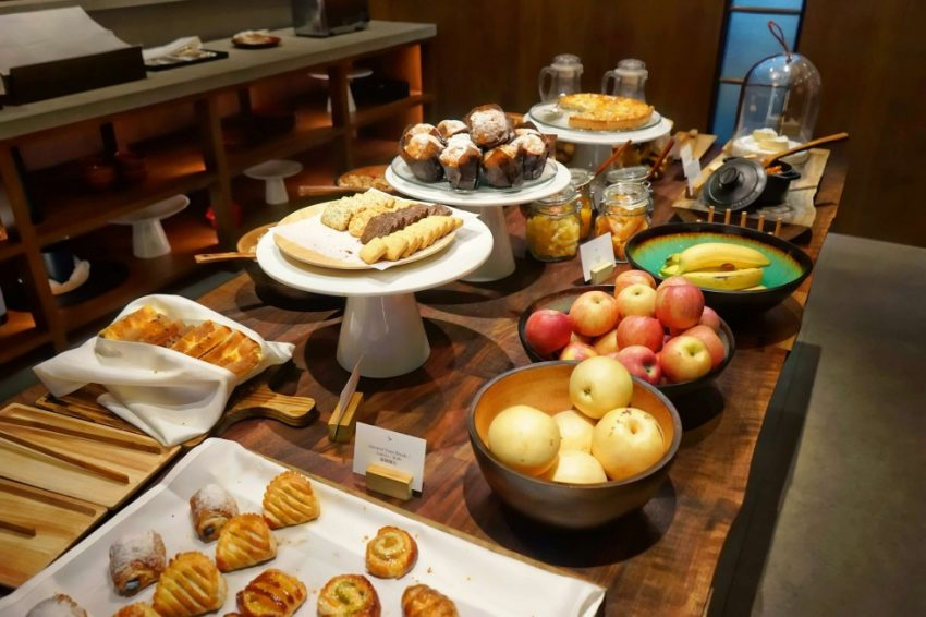 Cathay-Pacific-The-Pier-Lounge-Breakfast-