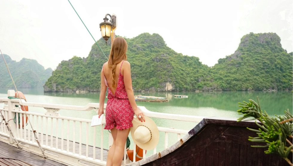 DEEPLY ROMANTIC IN HALONG BAY CRUISE
