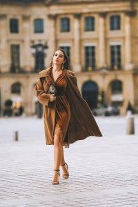 Maria Rosaria Rizzo influencer italiana e francese con un look velluto 2020